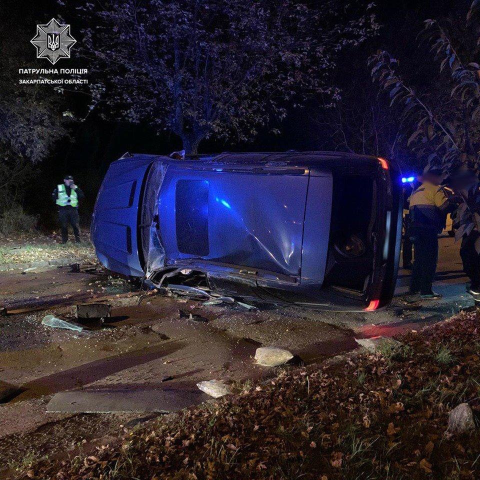 В Ужгороді водій на BMW X5 влетів у дерево - чоловік у лікарні (ФОТО), фото-2