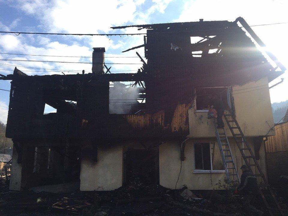 Пожежа знищила будинок: Багатодітній родині священника з Рахівщини потрібна допомога (ФОТО), фото-1