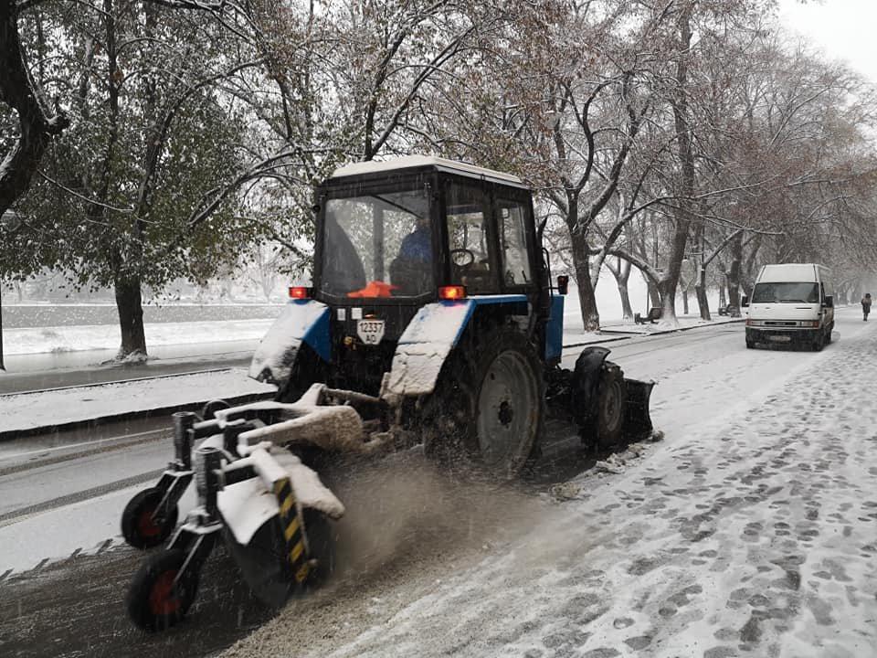 На вулиці Ужгорода виїхала снігоприбиральна техніка (ФОТО) , фото-6