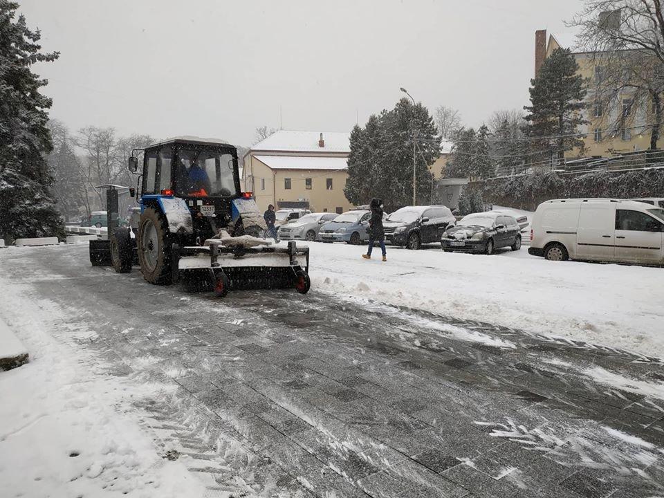На вулиці Ужгорода виїхала снігоприбиральна техніка (ФОТО) , фото-7