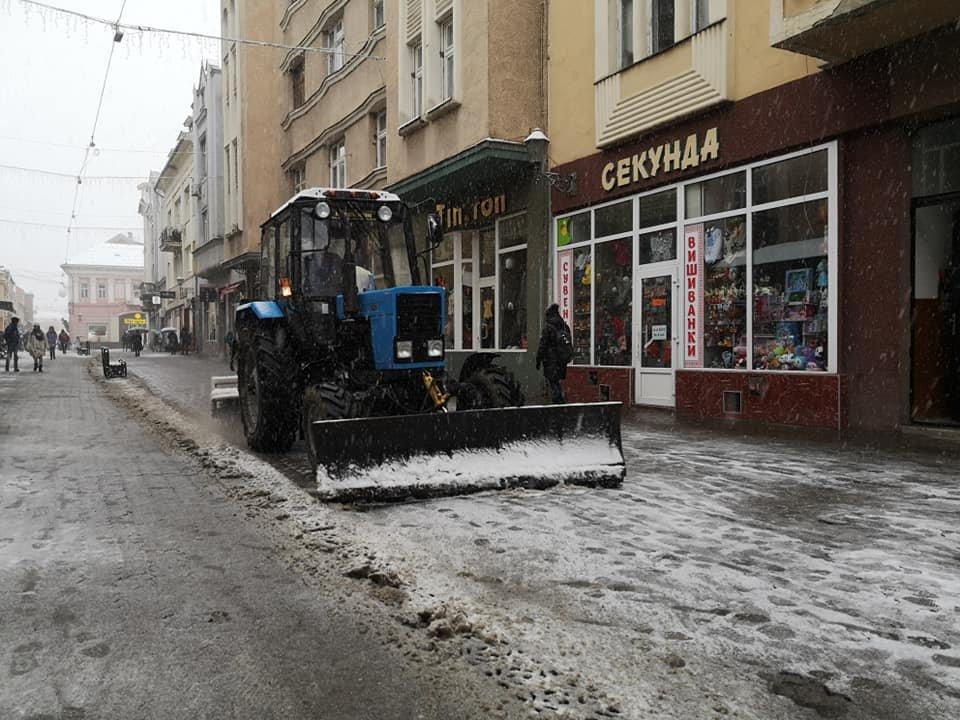 На вулиці Ужгорода виїхала снігоприбиральна техніка (ФОТО) , фото-8