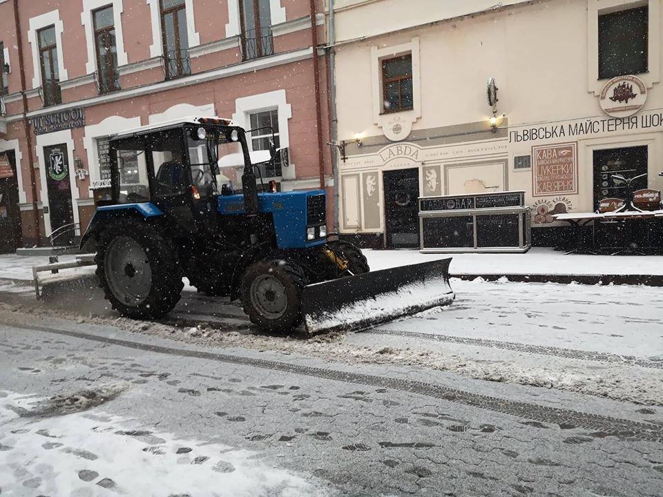 На вулиці Ужгорода виїхала снігоприбиральна техніка (ФОТО) , фото-3