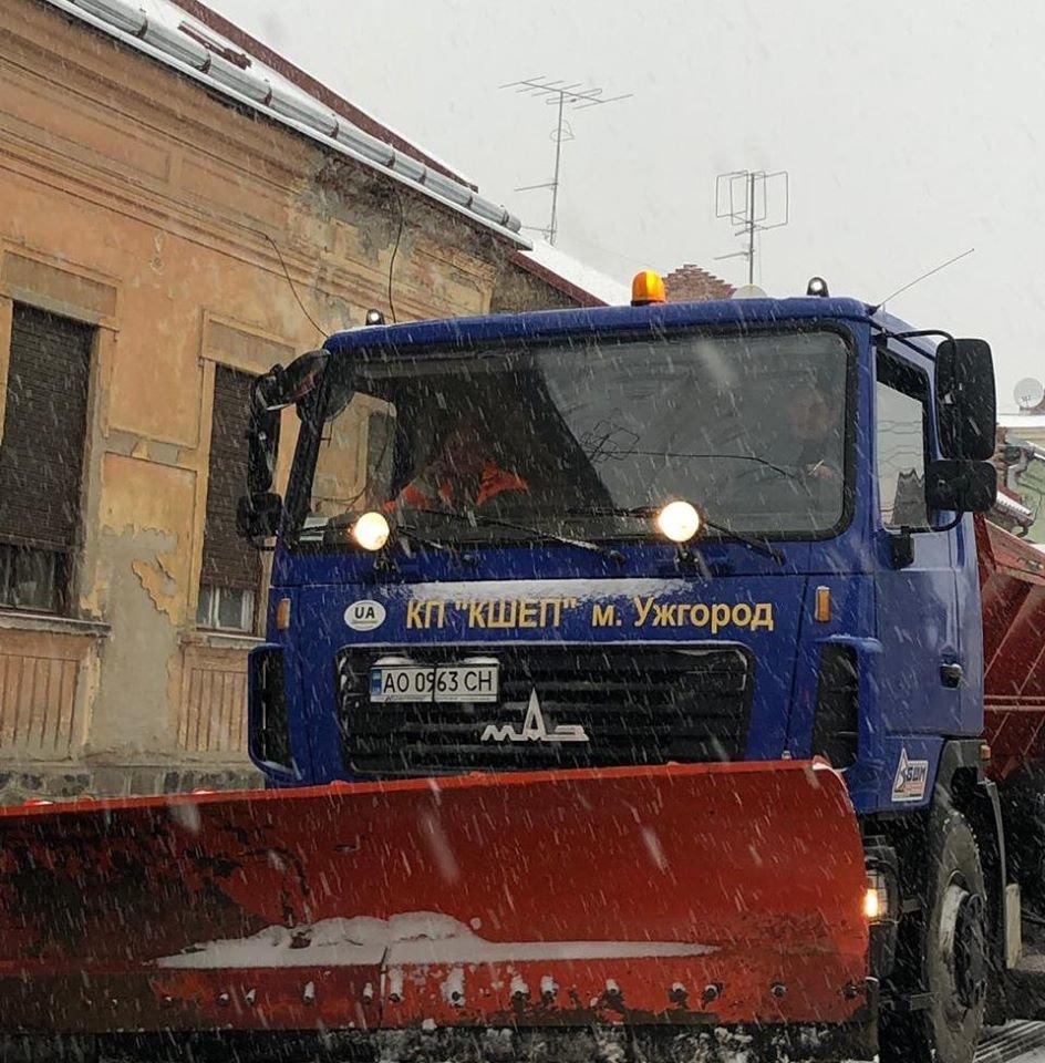 На вулиці Ужгорода виїхала снігоприбиральна техніка (ФОТО) , фото-4