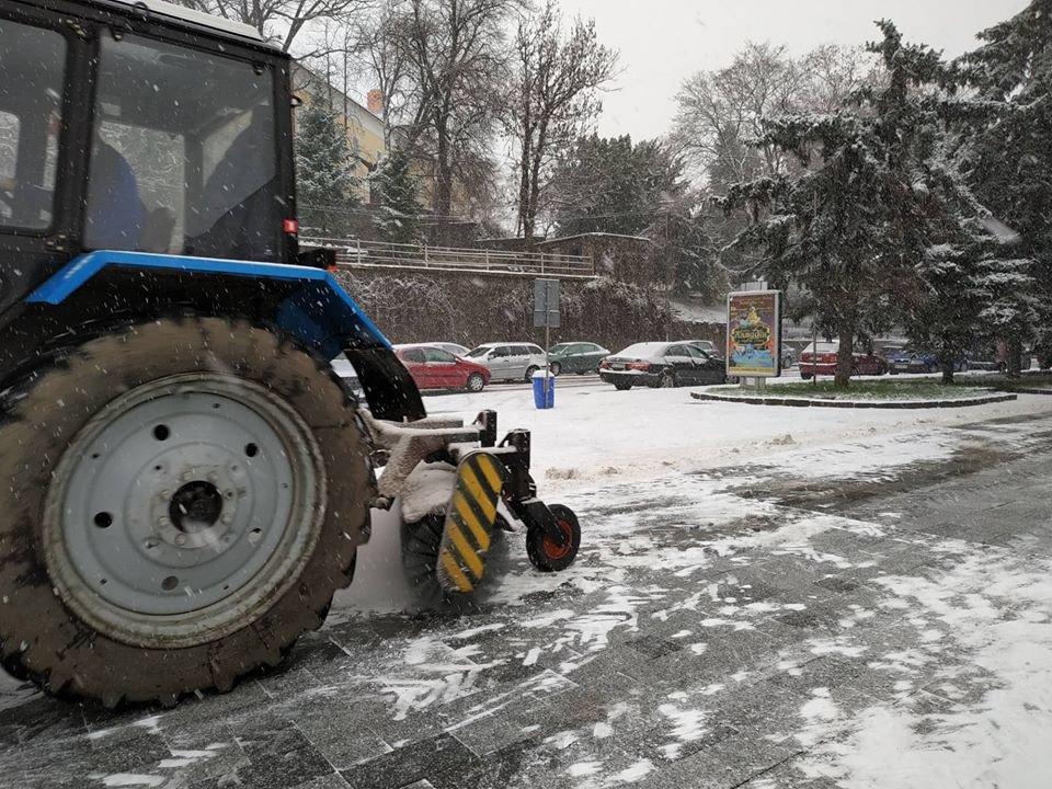 На вулиці Ужгорода виїхала снігоприбиральна техніка (ФОТО) , фото-5