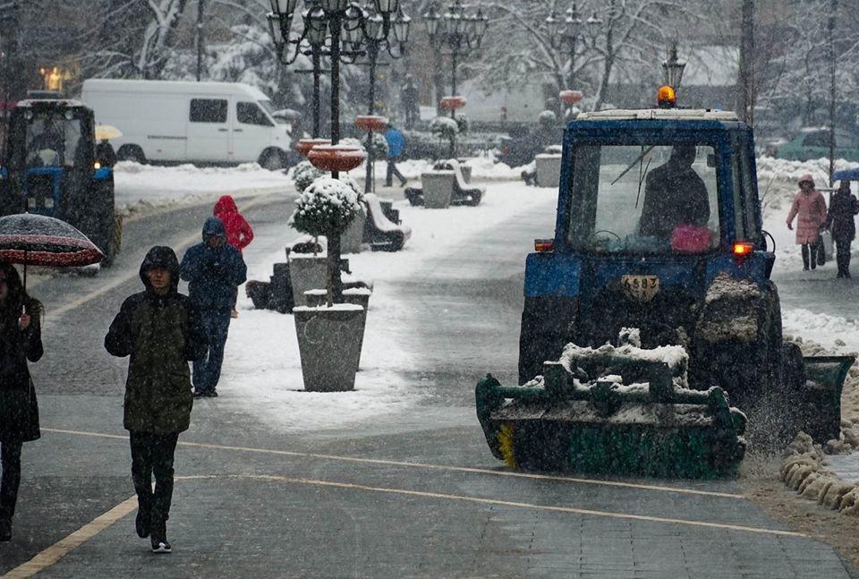 16 одиниць техніки та 6,3 млн гривень: ужгородські дороги готові до зими (ФОТО, ВІДЕО), фото-3