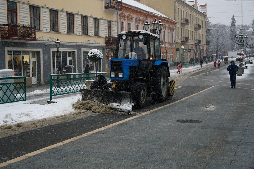 16 одиниць техніки та 6,3 млн гривень: ужгородські дороги готові до зими (ФОТО, ВІДЕО), фото-2