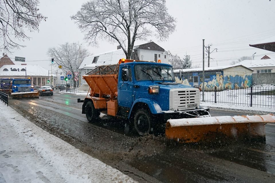 16 одиниць техніки та 6,3 млн гривень: ужгородські дороги готові до зими (ФОТО, ВІДЕО), фото-4