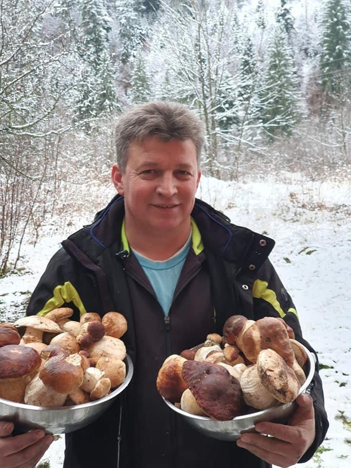 Сезон ще не завершений: закарпатці активно збирають та продають гриби (ФОТО), фото-3