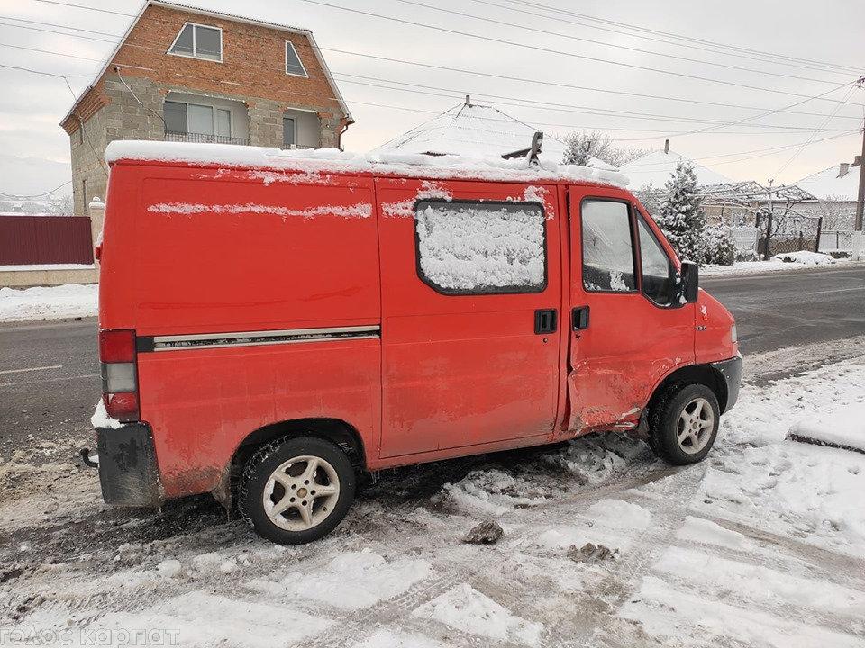 ДТП на Закарпатті: зіштовхнулись мікроавтобус та пасажирська маршрутка (ФОТО), фото-2