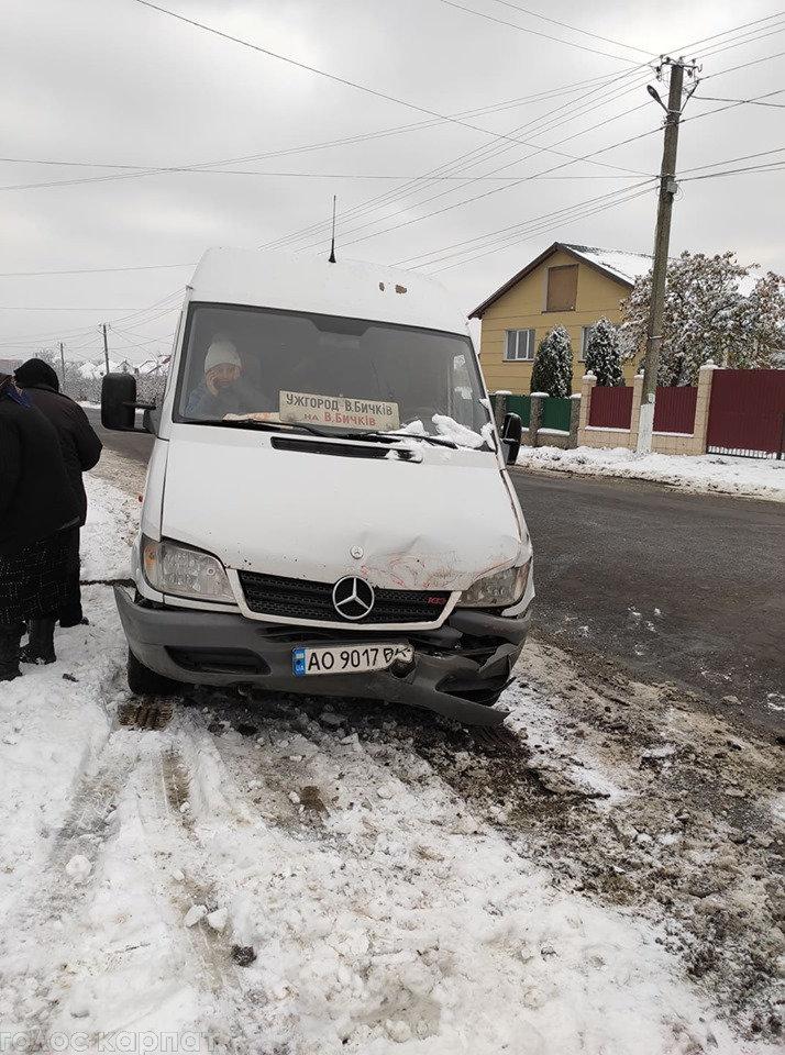 ДТП на Закарпатті: зіштовхнулись мікроавтобус та пасажирська маршрутка (ФОТО), фото-3