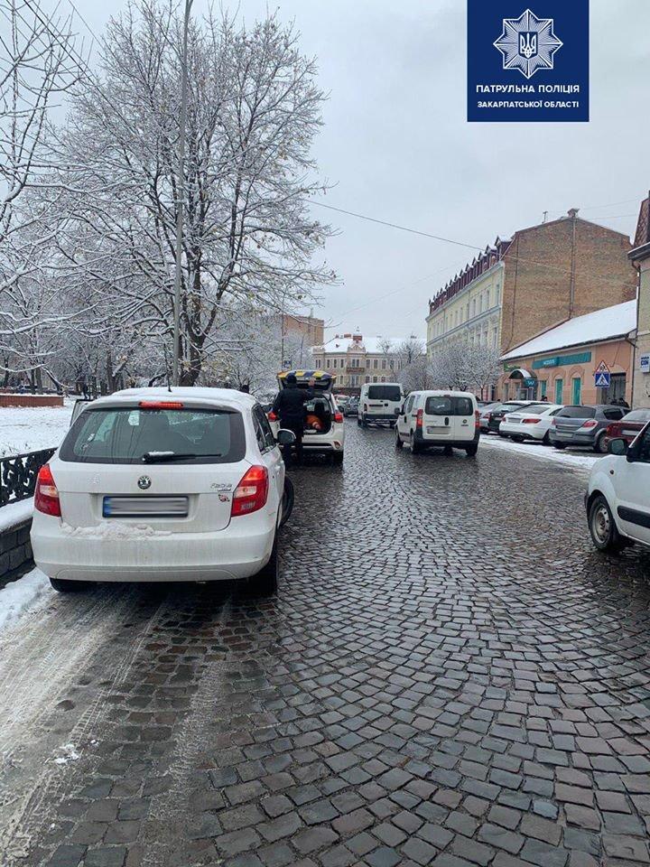 В Ужгороді штрафують водіїв, які паркуються на лівій смузі дороги на Петефі (ФОТО), фото-4