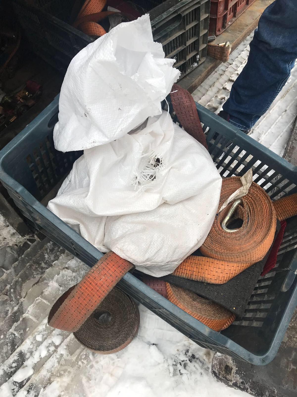 Віз на прохання знайомого: на кордоні закарпатські митники вилучили у іноземця 6,4 кг бурштину (ФОТО), фото-3
