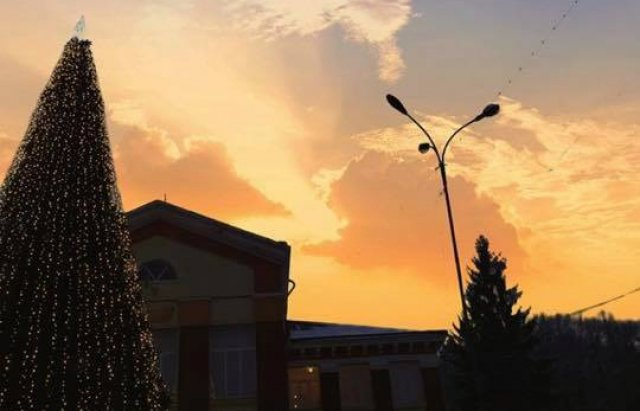 На Закарпатті встановили ще одну новорічну ялинку (ФОТО), фото-2