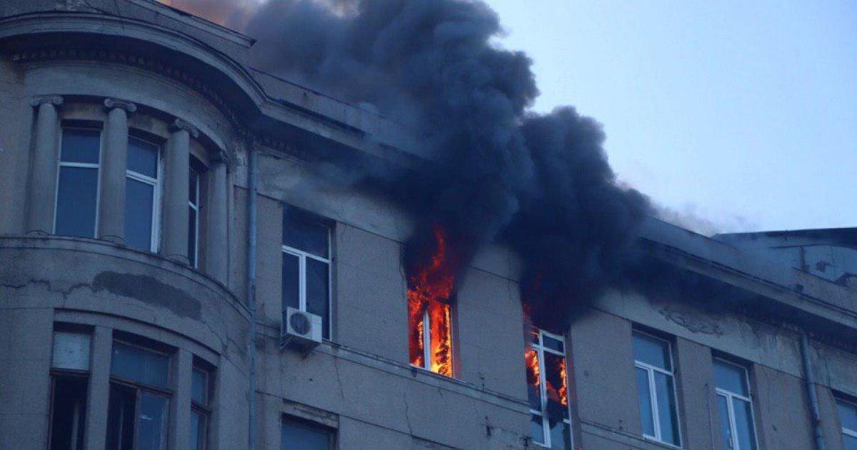 Студенти стрибали з вікон: трагічну пожежу в Одесі ліквідовано, 14 людей вважаються зниклими (ВІДЕО18+), фото-1