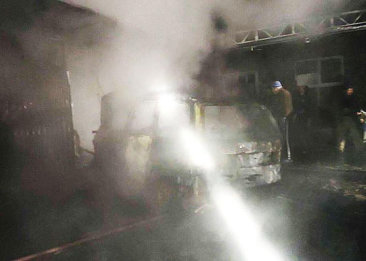 """На Закарпатті вогонь знищив """"Фольксваген"""" (ФОТО), фото-3"""
