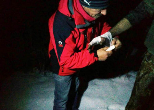 Рятувальники знайшли закарпатця, який з травмою руки застряг у горах за 30 км від цивілізації (ФОТО), фото-1