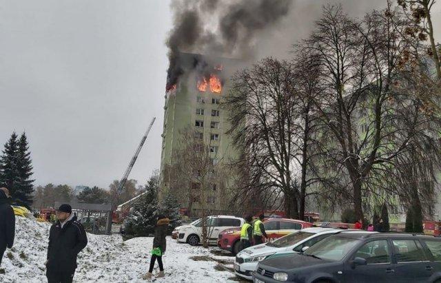 Стрибали, щоб врятуватись: у Словаччині стався вибух газу в будинку. Є загиблі (ФОТО, ВІДЕО18+), фото-1