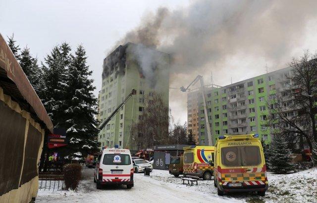 Стрибали, щоб врятуватись: у Словаччині стався вибух газу в будинку. Є загиблі (ФОТО, ВІДЕО18+), фото-2