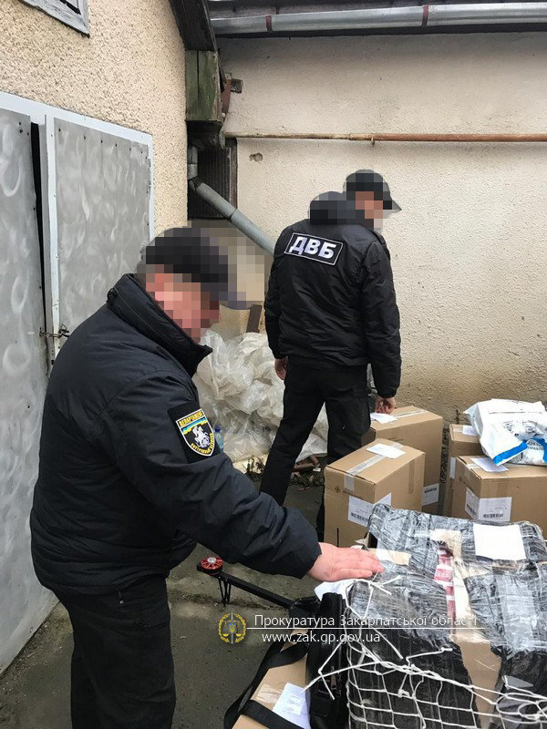 Офіційні подробиці викриття на Закарпатті складу із цигарками та обладнанням для контрабанди (ФОТО), фото-3