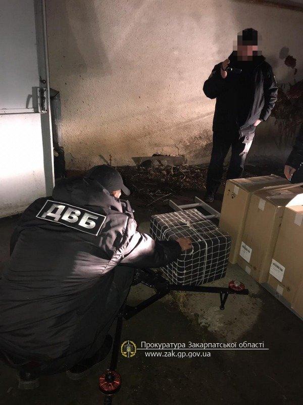 Офіційні подробиці викриття на Закарпатті складу із цигарками та обладнанням для контрабанди (ФОТО), фото-6