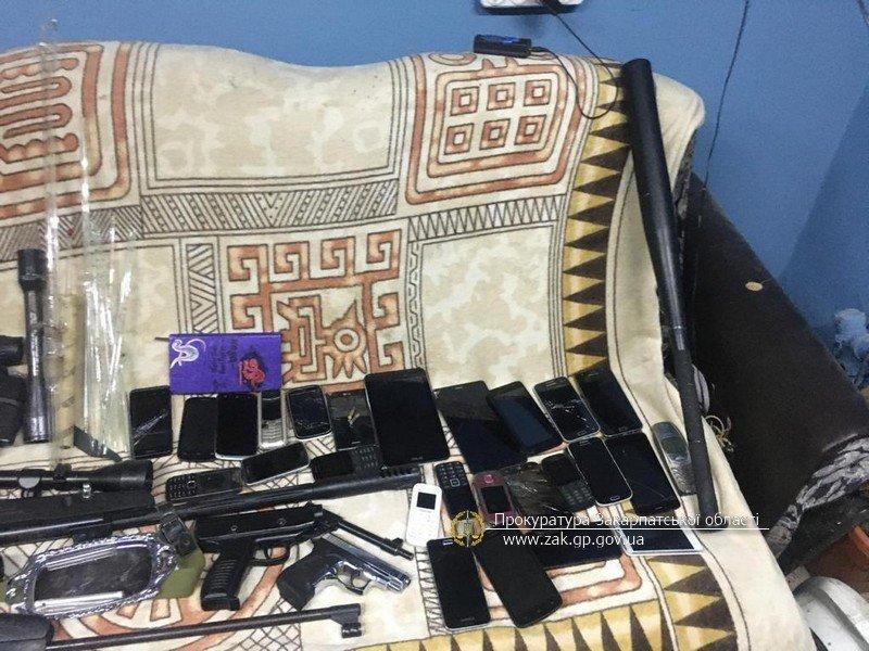 Офіційні подробиці викриття на Закарпатті складу із цигарками та обладнанням для контрабанди (ФОТО), фото-2