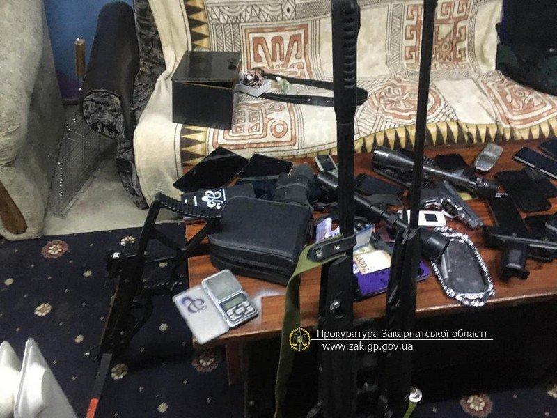 Офіційні подробиці викриття на Закарпатті складу із цигарками та обладнанням для контрабанди (ФОТО), фото-1