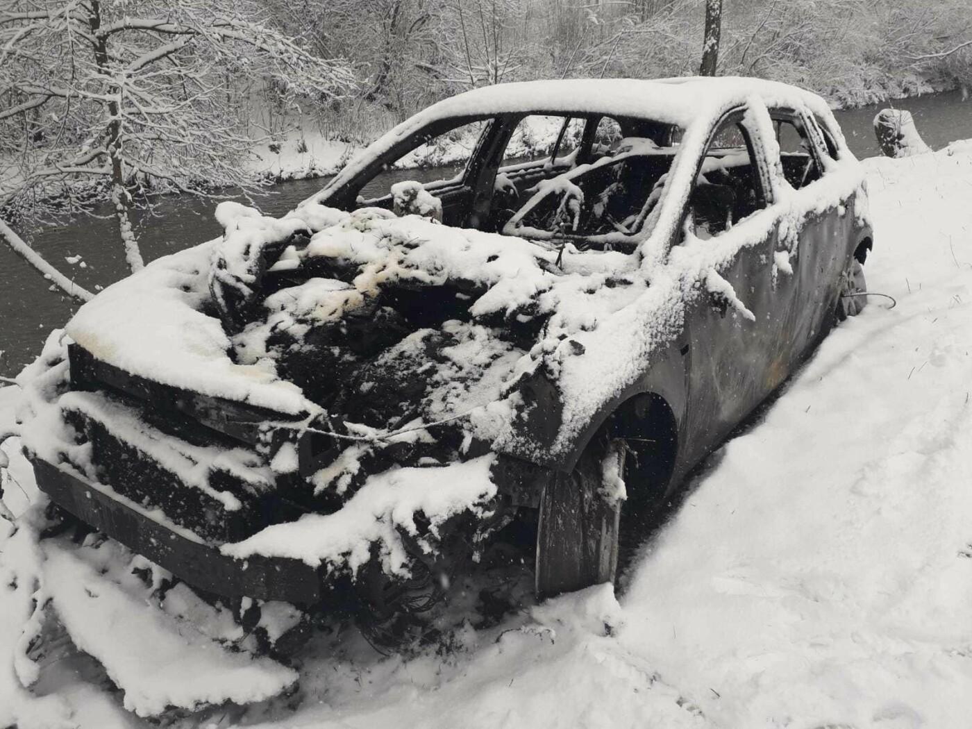 У закарпатця згорів гараж разом із авто (ФОТО), фото-2