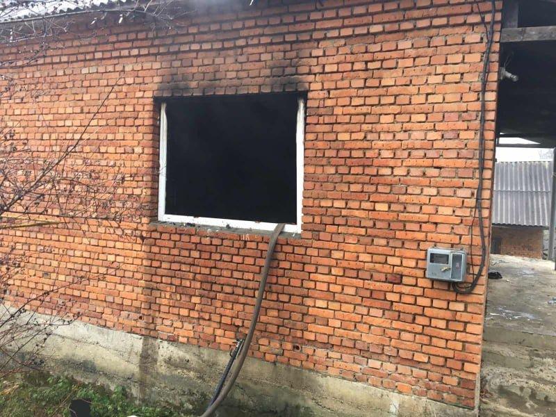 На Закарпатті ледь не згоріло помешкання селян: вогнеборцям вдалось ліквідувати пожежу, фото-1