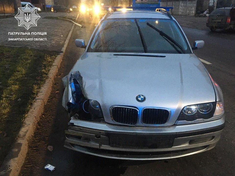 Зніс електроопору: в Ужгороді п'яний водій скоїв ДТП (ФОТО), фото-2
