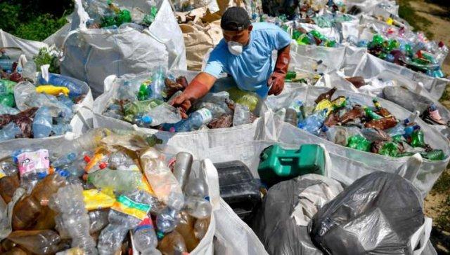 Людям має бути соромно: сусіди Закарпаття зібрали з Тиси 10 тис тонн сміття (ФОТО), фото-1