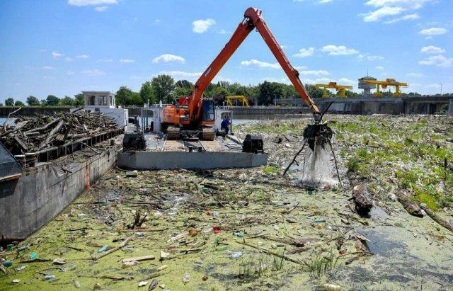 Людям має бути соромно: сусіди Закарпаття зібрали з Тиси 10 тис тонн сміття (ФОТО), фото-5
