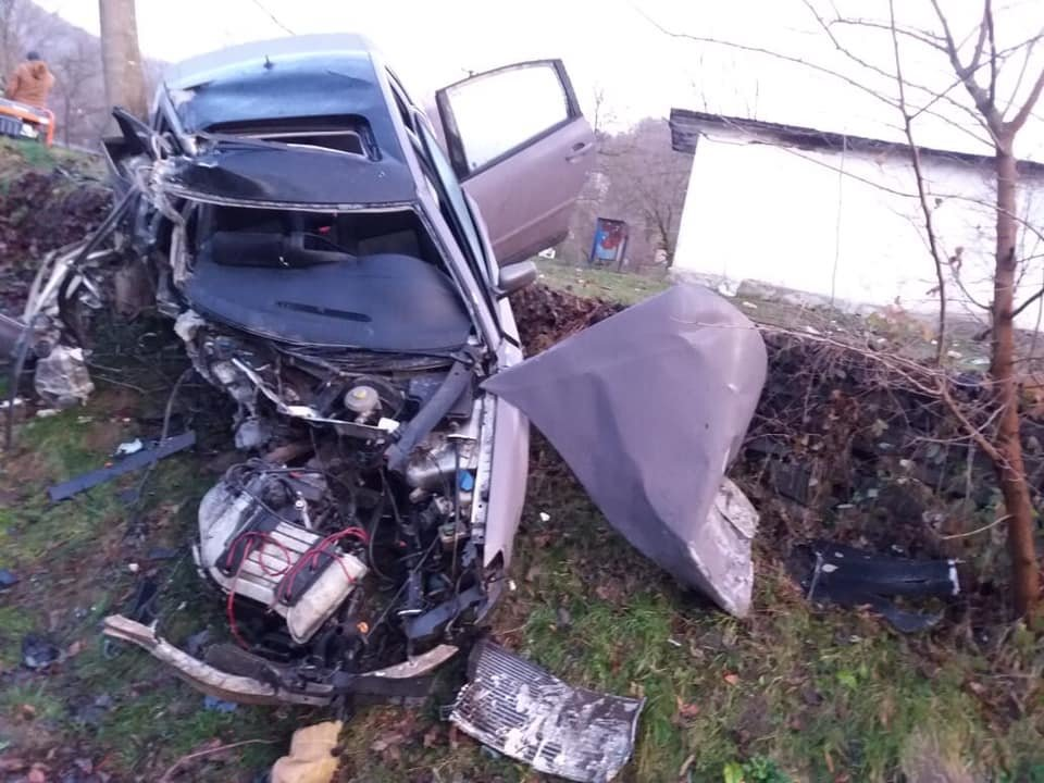Автотроща на Закарпатті: загинула неповнолітня, ще один постраждалий у лікарні, фото-1