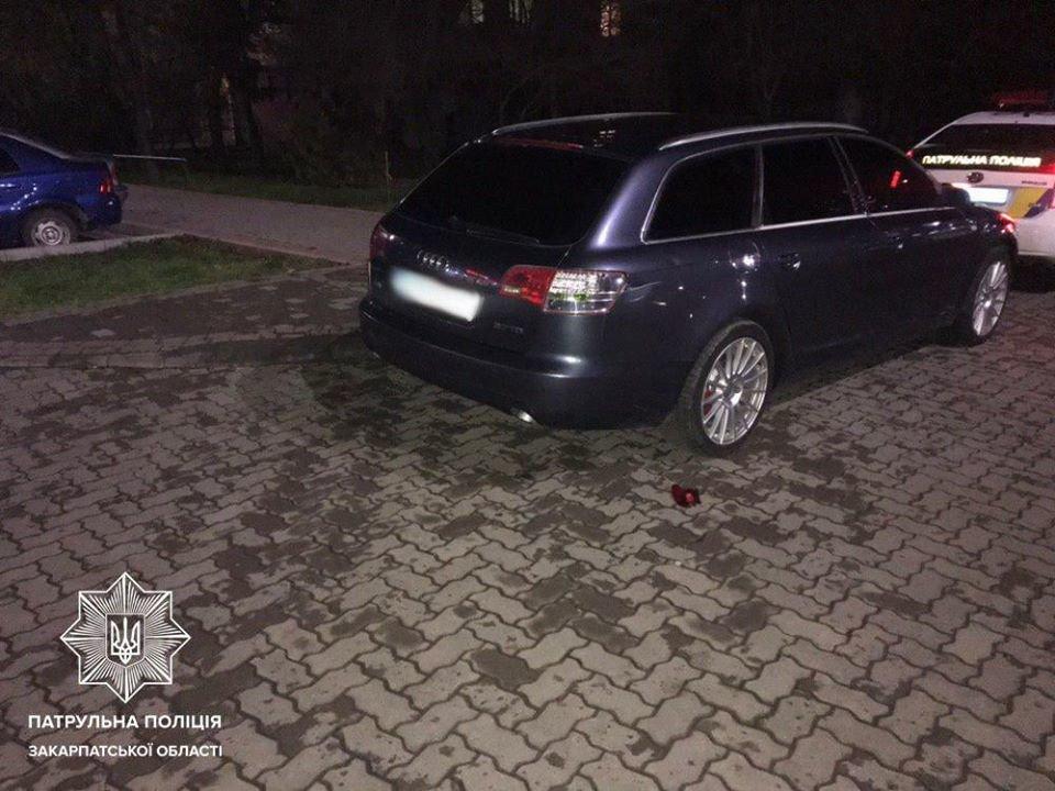 В Ужгороді поліція шукає свідків ДТП з припаркованою АUDI (ФОТО), фото-1