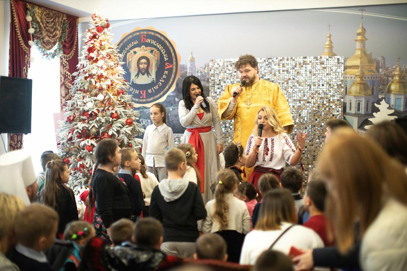 Святий Миколай мандрує Україною разом з «АТБ» та виконує побажання малечі, фото-4