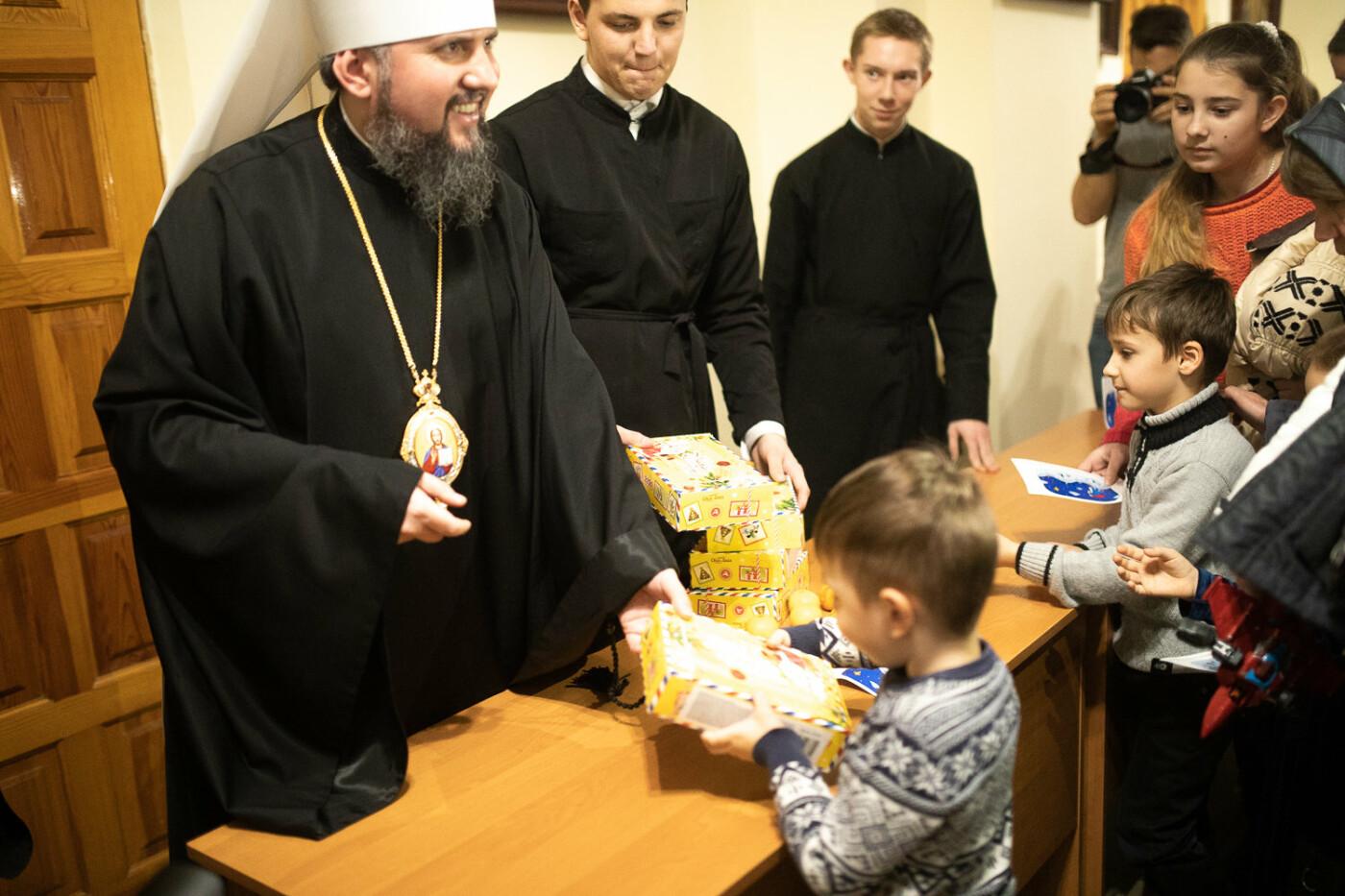 Святий Миколай мандрує Україною разом з «АТБ» та виконує побажання малечі, фото-8