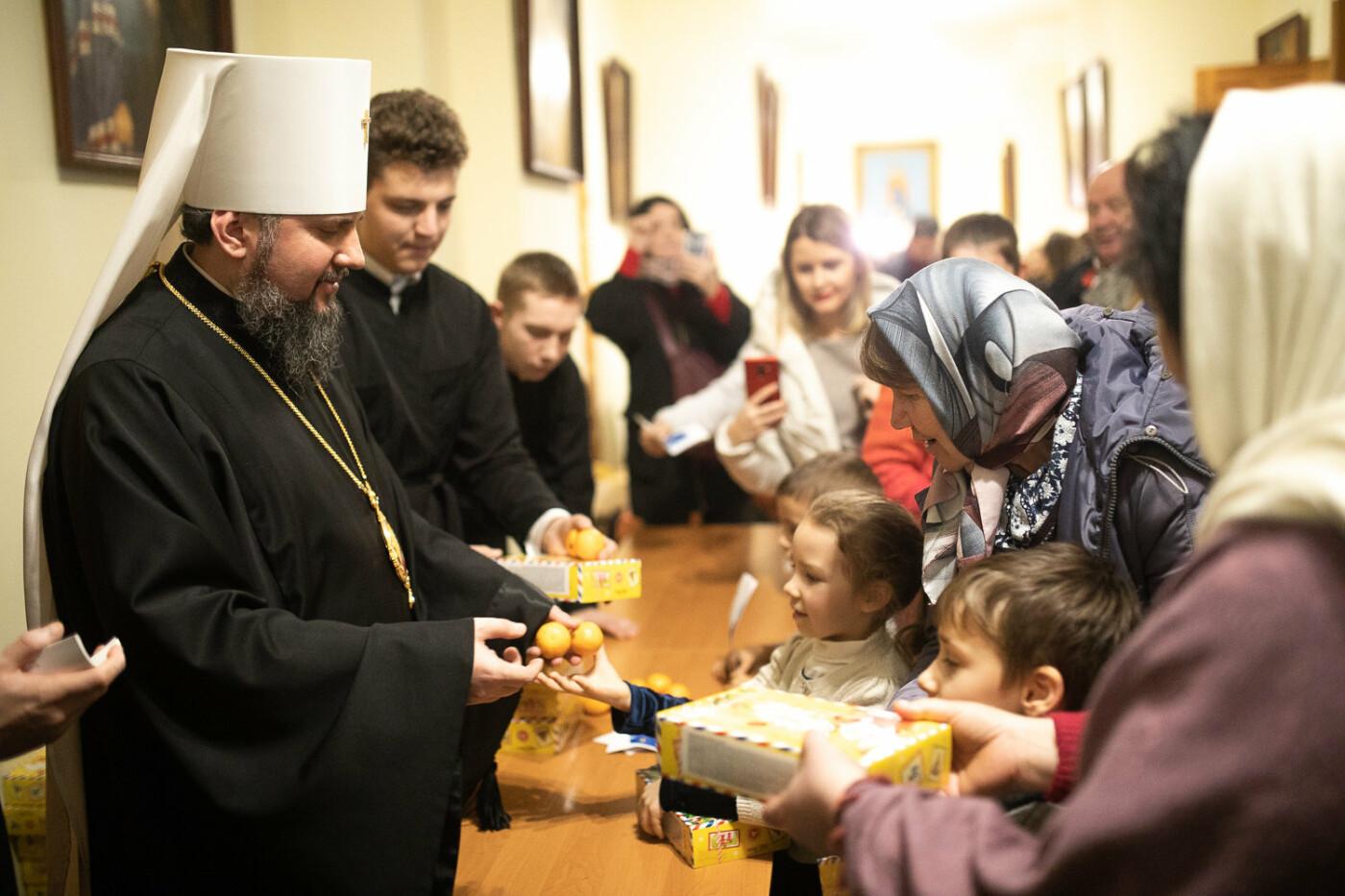 Святий Миколай мандрує Україною разом з «АТБ» та виконує побажання малечі, фото-9