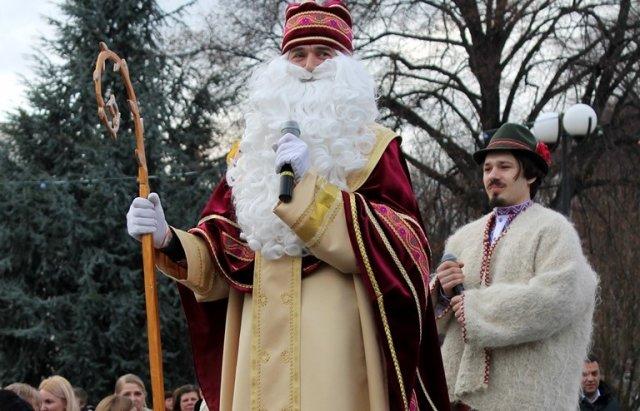 У День святого Миколая засяяла головна ялинка Закарпаття (ФОТО), фото-4