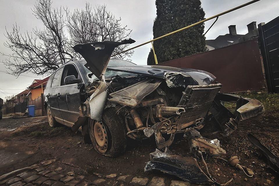 У Мукачеві шукають водія, який врізався у електроопору та зник, покинувши авто (ФОТО), фото-3