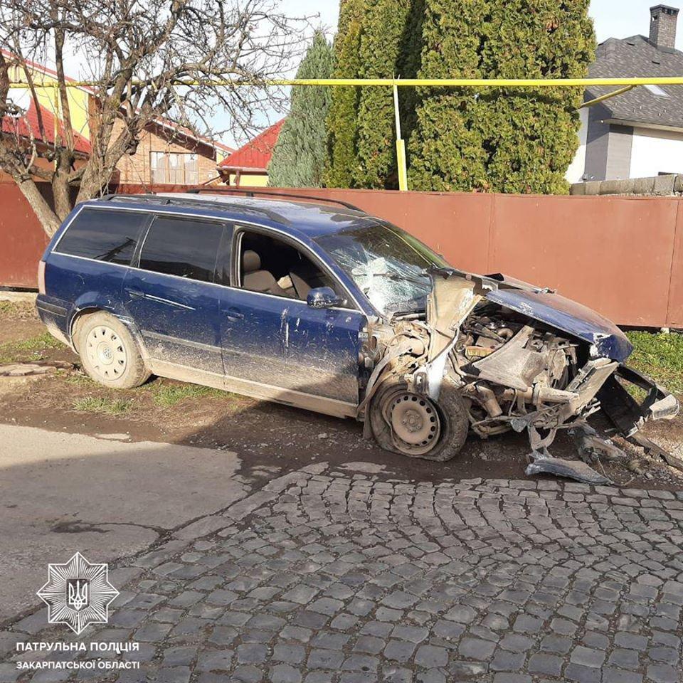 У Мукачеві шукають водія, який врізався у електроопору та зник, покинувши авто (ФОТО), фото-2