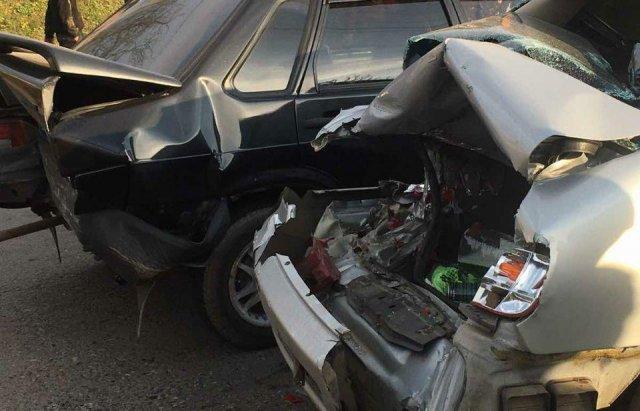 Масштабна автотроща на Закарпатті: Зіткнулись вантажівка та 3 легкові авто (ФОТО), фото-3