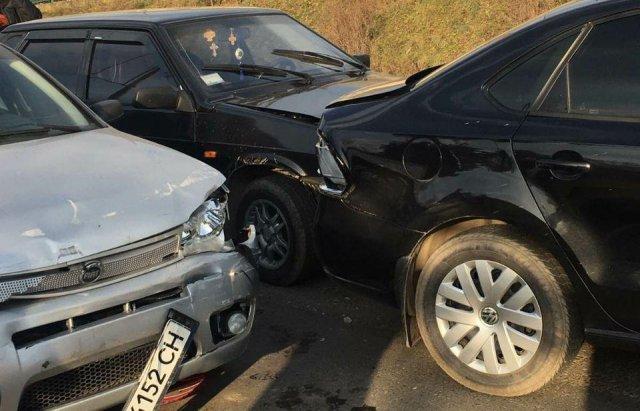 Масштабна автотроща на Закарпатті: Зіткнулись вантажівка та 3 легкові авто (ФОТО), фото-2