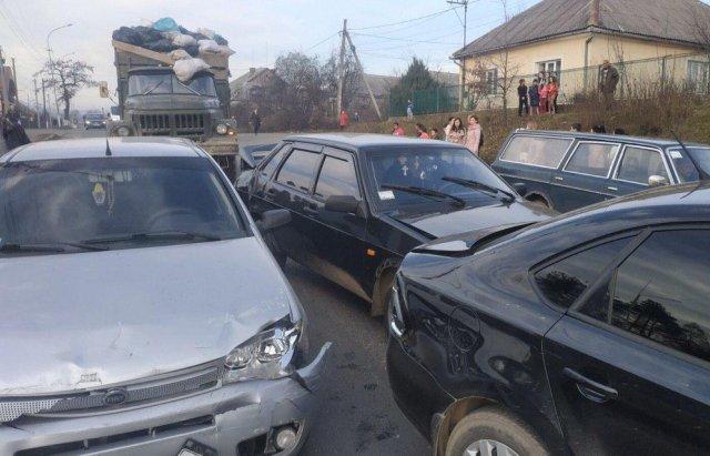 Масштабна автотроща на Закарпатті: Зіткнулись вантажівка та 3 легкові авто (ФОТО), фото-6