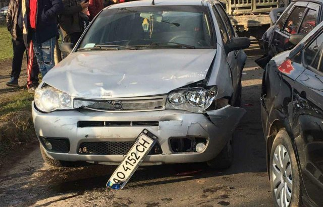 Масштабна автотроща на Закарпатті: Зіткнулись вантажівка та 3 легкові авто (ФОТО), фото-8