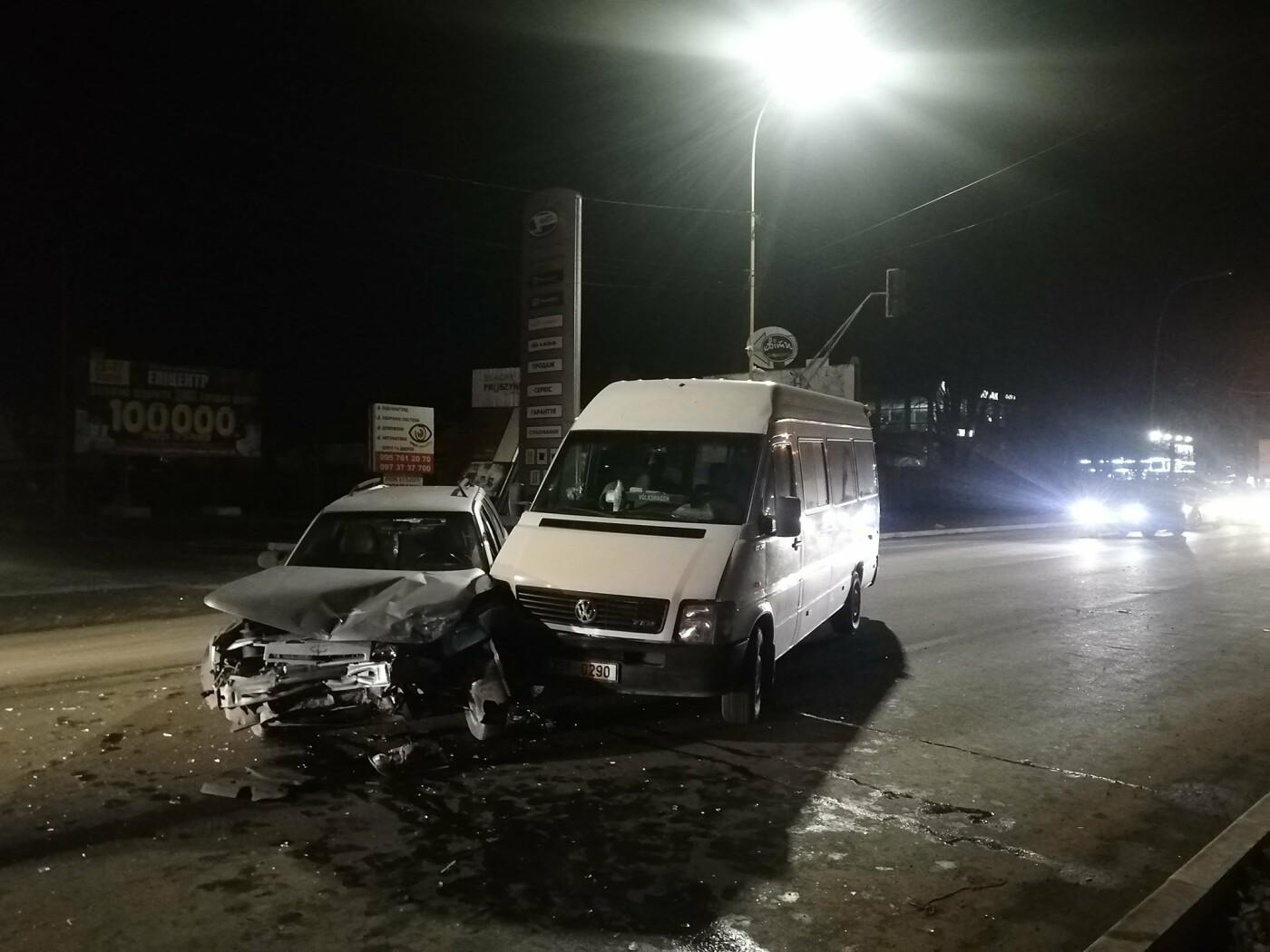 ДТП в Ужгороді: через зіткнення двох авто водійку госпіталізували до лікарні (ФОТО), фото-1