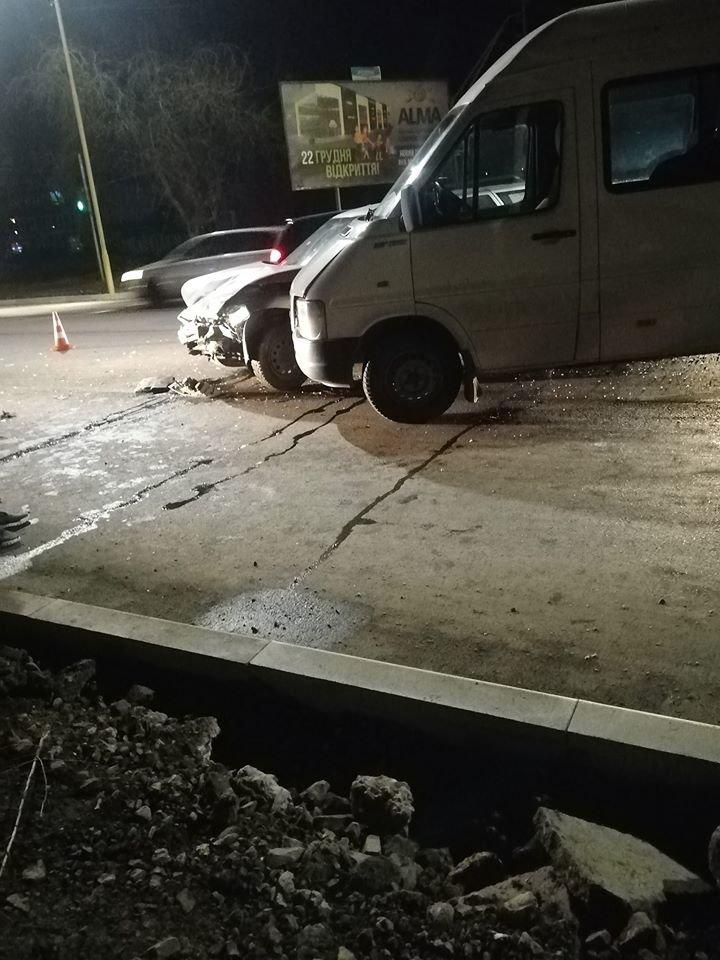 ДТП в Ужгороді: через зіткнення двох авто водійку госпіталізували до лікарні (ФОТО), фото-3