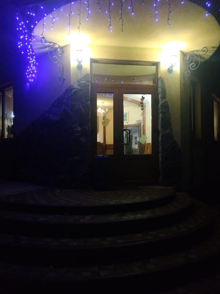 На Закарпатті у ресторані влаштували розбірки зі стріляниною (ФОТО), фото-1