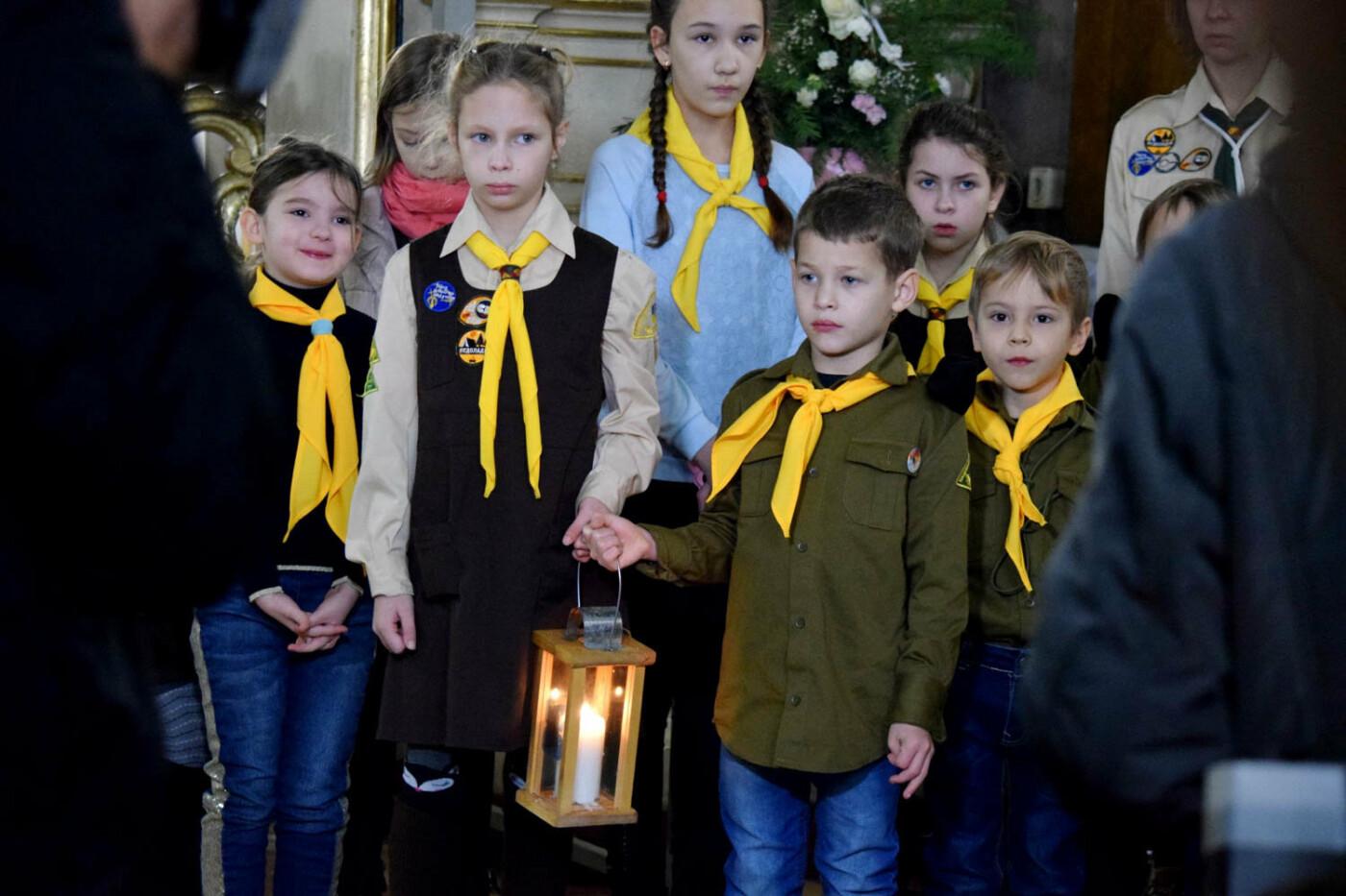 До Ужгорода привезли Вифлеємський вогонь миру (ФОТО), фото-16