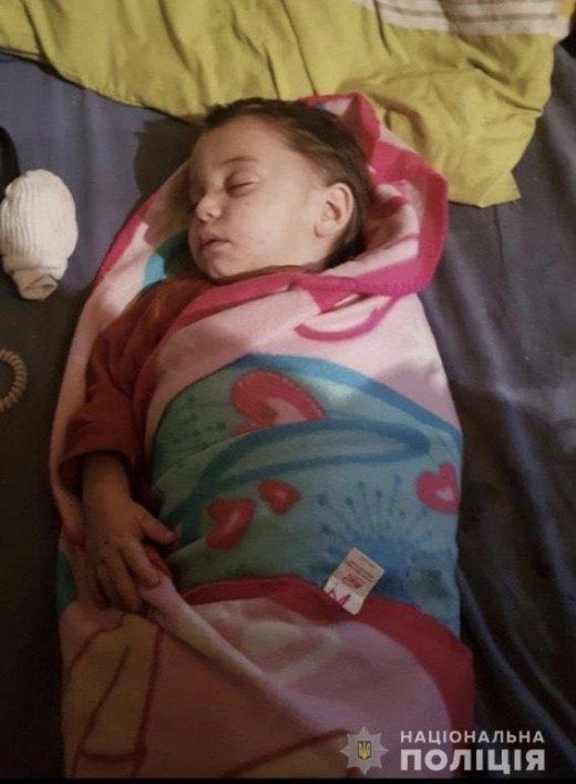 РОЗШУК! В Ужгороді молода мати залишила маленьку дитину охоронцеві ринку і зникла, фото-1