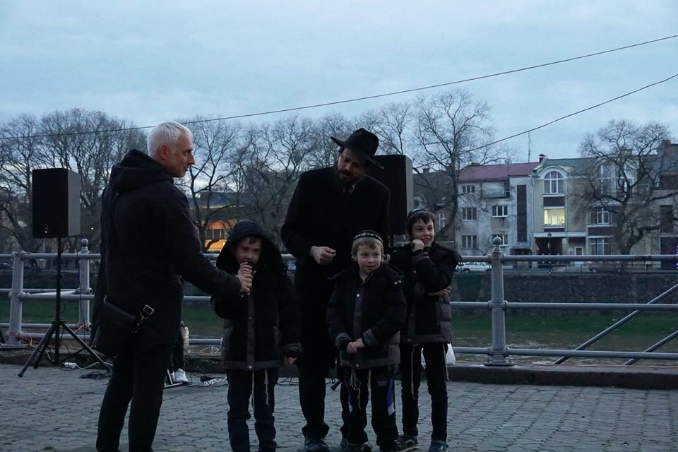 """Як в Ужгороді відзначали єврейське свято """"Хануку"""" (ФОТО), фото-8"""