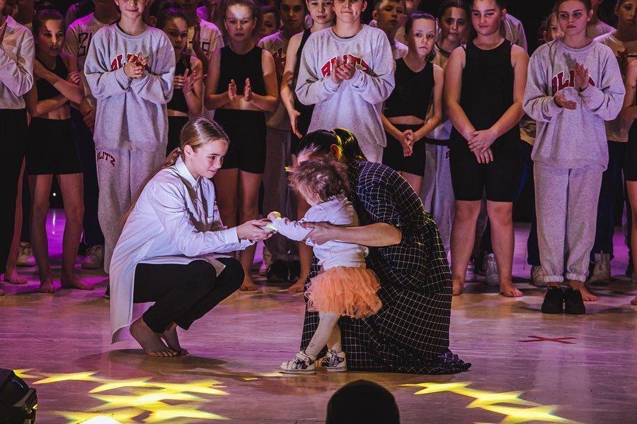 Зібрали понад 50 тис грн: в Ужгороді пройшов третій благодійний концерт ССТ «БЛІЦ» (ФОТО), фото-1